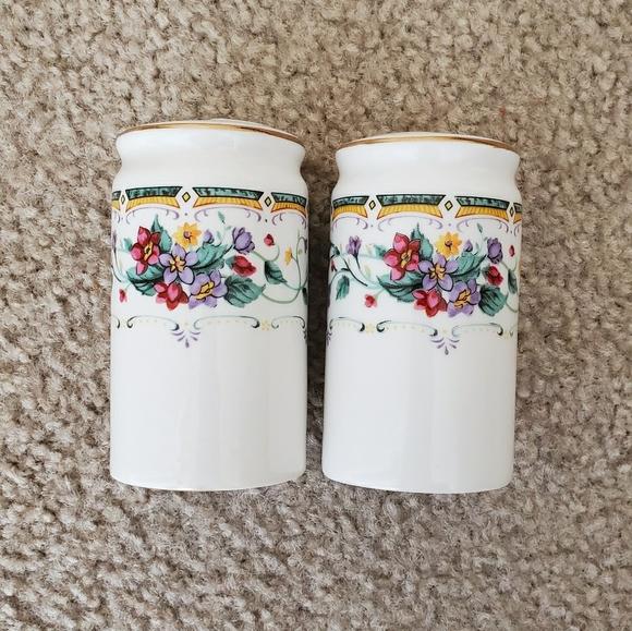 Vintage Ceramic Salt & Pepper Shakers